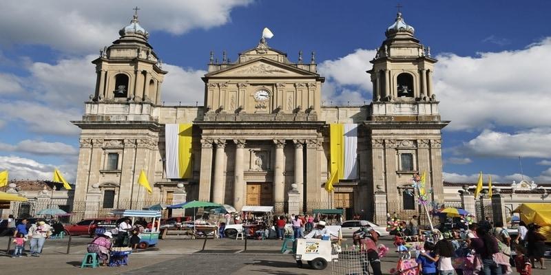 Arquitectura neoclásica en la Catedral Metropolitana de guatemala en la plaza mayor, ciudad de guatemala