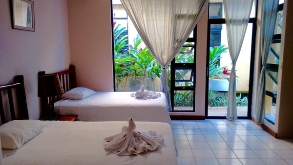 banana palms hotel rio dulce guatemala