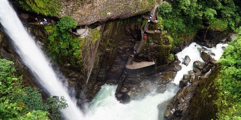 cascada pailon del diablo baños ecuador