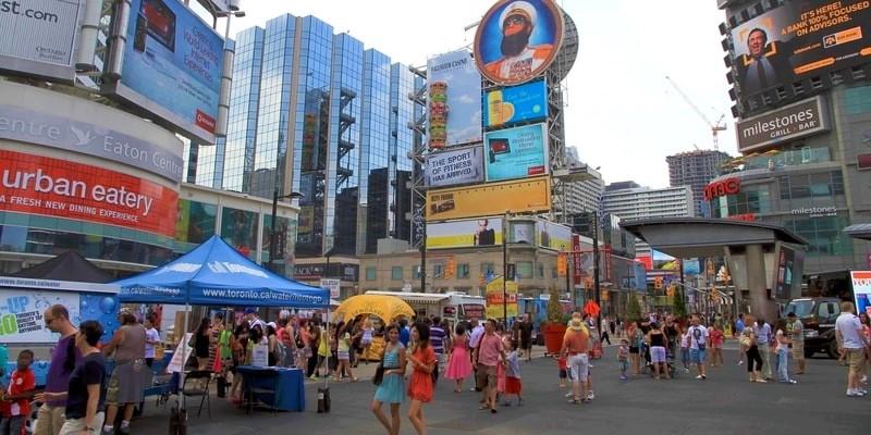 Festival del día de la juventud Plaza Yonge-Dundas Toronto canada