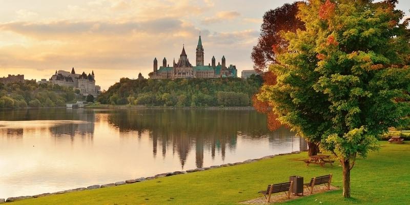 ottawa canada parlamento sobre el rio