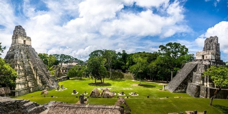 Templos mayas de gran plaza o plaza mayor par nacional tikal guatemala